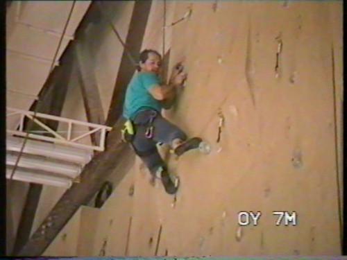 Jarda Stráník leze v Chocni v roce 1995